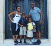保罗与家人们合影:孩子们在休斯顿的第一天