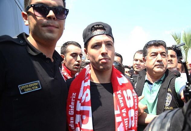 纳斯里抵达土耳其,即将转会安塔利亚体育