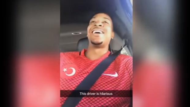 笑個不停!CJ-麥科勒姆坐Uber遇嘮叨司機