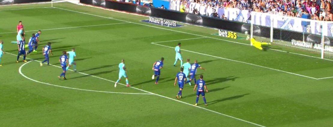 GIF:皮克造点,梅西主罚罚丢点球