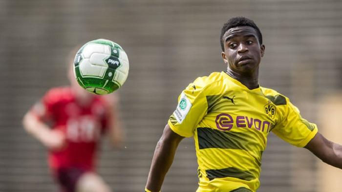 德国联赛u17_进球机器!多特蒙德12岁小将在U17上演帽子戏法 | 坑球网