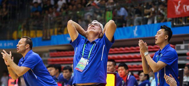 尤纳斯:胡明轩进步很大,对年轻球员充满期待