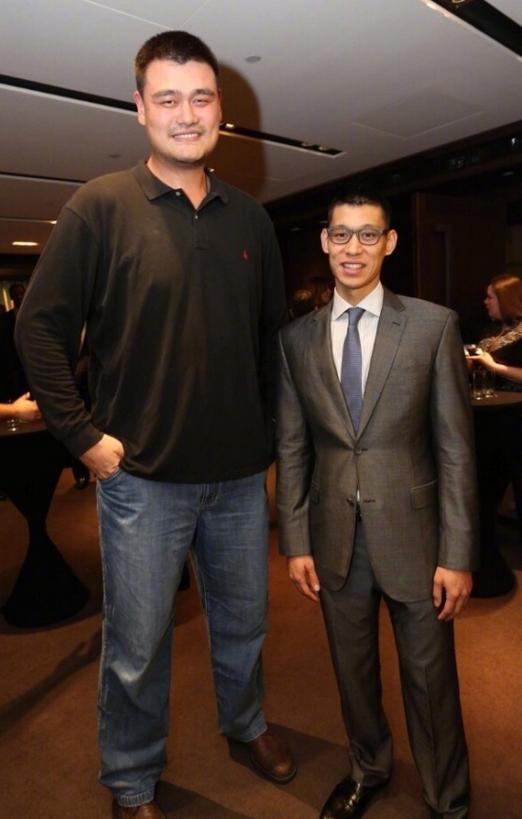 林书豪发布自己与姚明的合影祝他生日快乐