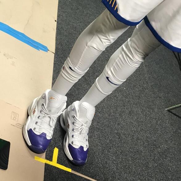 麦基穿着艾弗森签名球鞋出席勇士媒体日