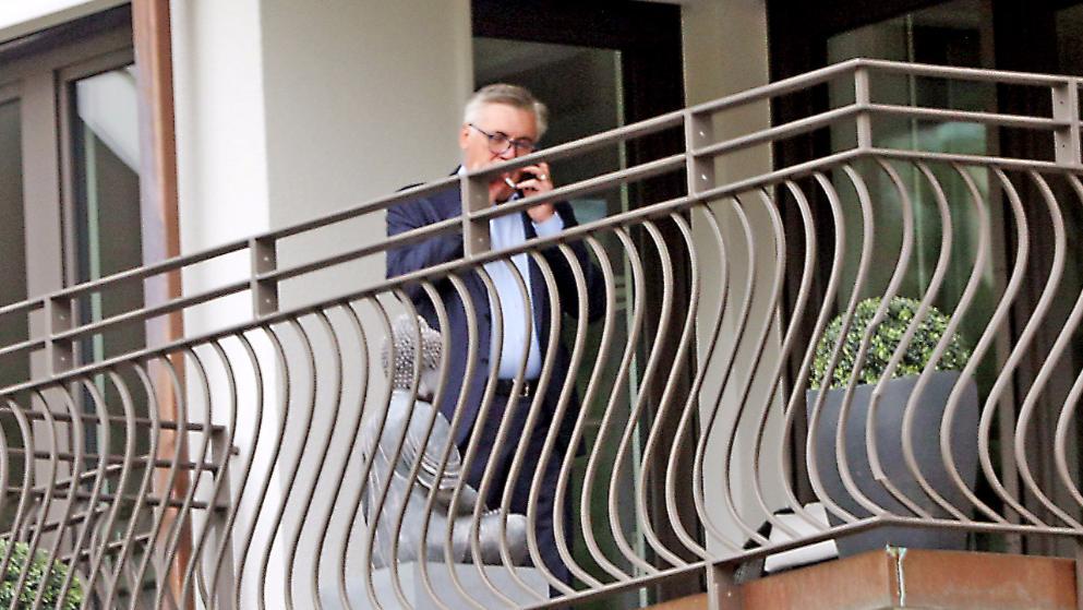 安帅家中抽烟打电话,或在与中超球队接触?