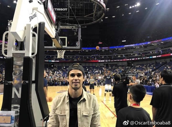 多图流:奥斯卡、李建滨观看NBA季前赛上海站