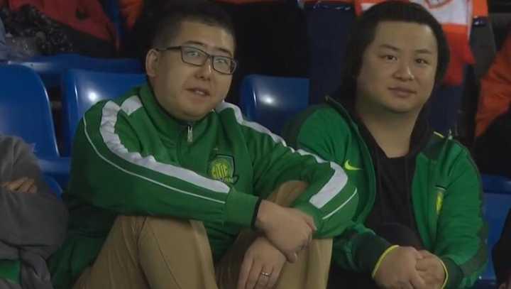一图流:笑迎同城崛起,国安球迷现场支持人和冲超