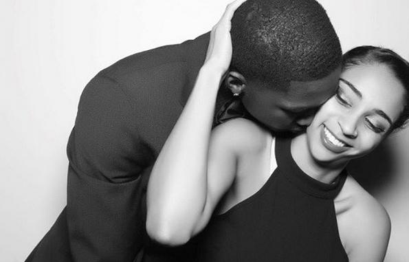 多里安-芬尼-史密斯晒自己与女友拥吻的照片