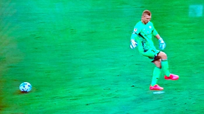美因茨门将谈惊天假动作:把点球点当足球了