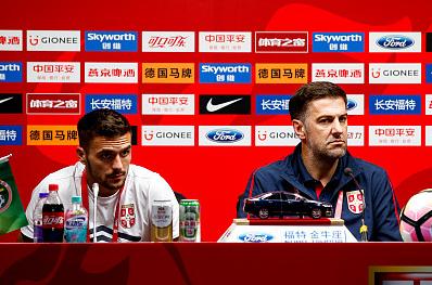 塞尔维亚代理主帅:双方球员都很努力,中国足球进步明显