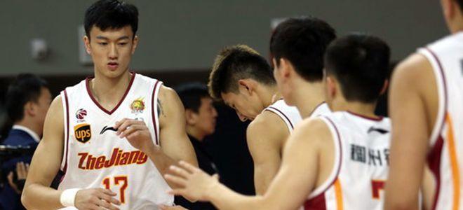 浙江前锋赖俊豪抢14个篮板球创生涯新高