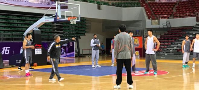 王非观看天津队训练课:年轻人需要更好的训练