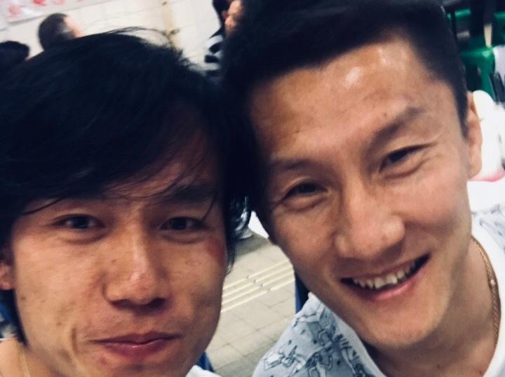 这缘分,没谁了!张晓彬香港街头偶遇周挺
