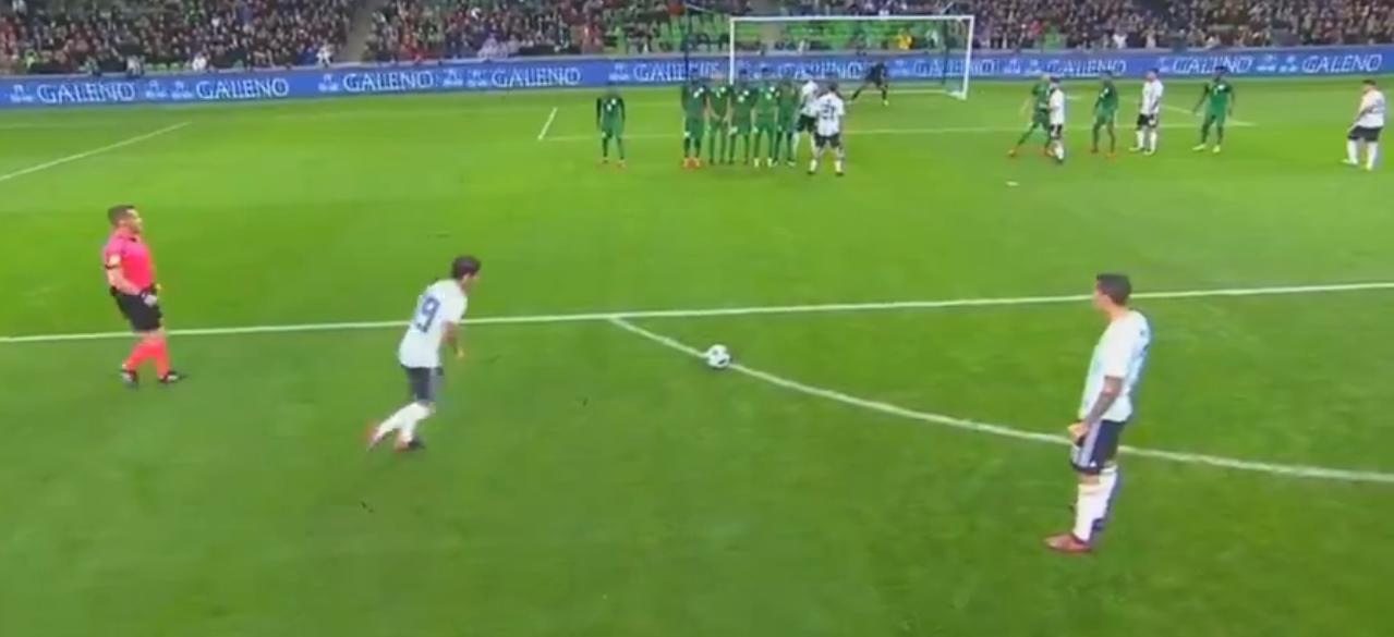 GIF:巴内加任意球直接破门!阿根廷1-0领先
