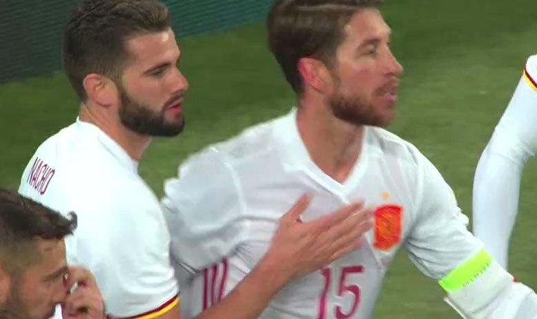 GIF:俄罗斯禁区手球送点,拉莫斯罚进点球