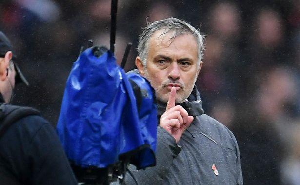 曼联将在新年期间与穆里尼奥商谈续约