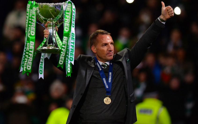 卫冕三冠王第一步,凯尔特人捧起苏格兰联赛杯