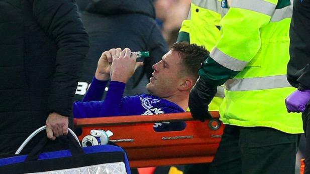 埃弗顿中场麦卡锡遭遇胫骨和腓骨双处骨折
