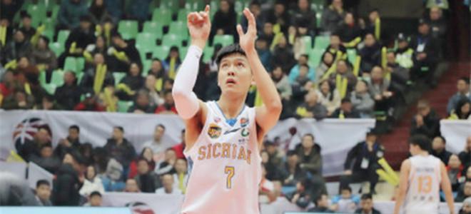 黄荣奇砍21分创个人生涯单场得分新高