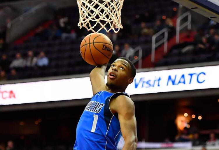 丹尼斯-史密斯成为队史第3位参加扣篮大赛的球员