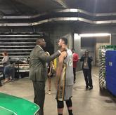 小南斯扣篮大赛结束后与魔术师进行交谈