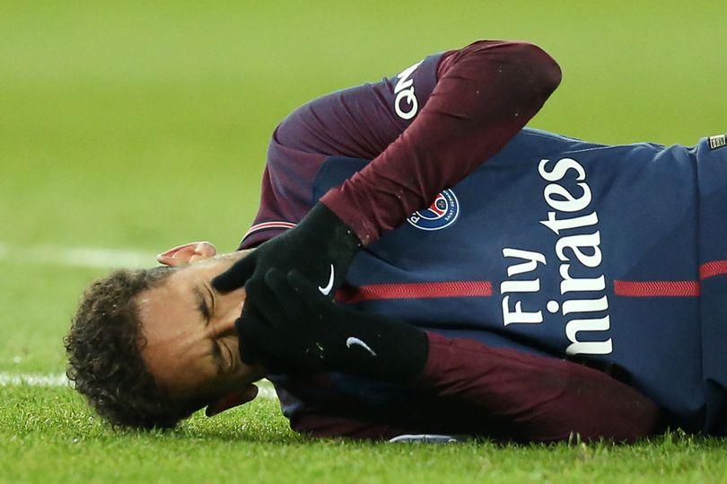巴西队医:内马尔最严重或伤缺三个月,提前赛季报销