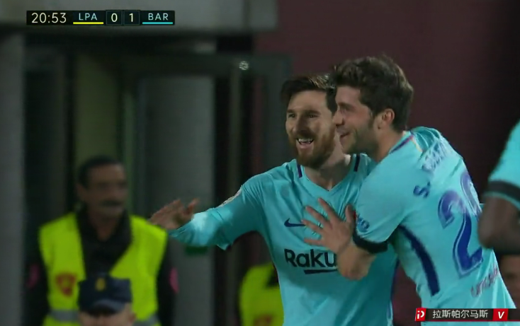 GIF:世界波!梅西直接任意球破门