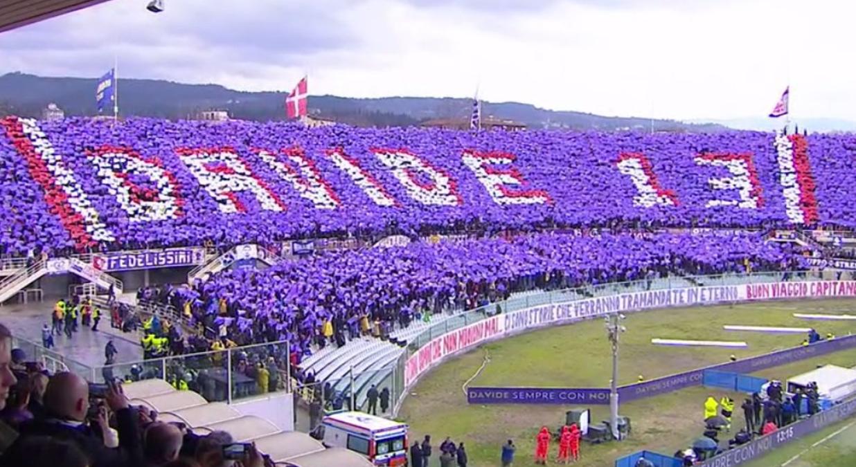 佛罗伦萨赛前举办默哀仪式,球迷第13分钟巨型TIFO纪念队长