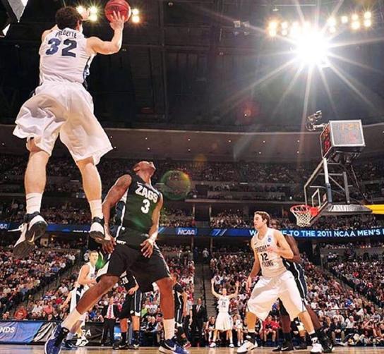 弗雷戴特晒NCAA时期旧照:让疯狂发生