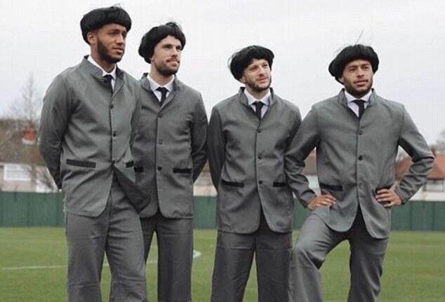 足坛披头士?利物浦球员装扮成披头士乐队宣传