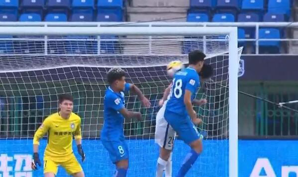 GIF:弋腾头球攻门,杜佳反应神速拒绝皮球入网