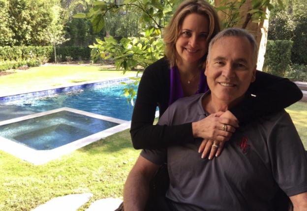 德安东尼和妻子帮助飓风受害者重建家园