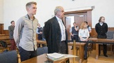 前多特中卫金特尔作为证人出席大巴爆炸案审判,几度哽咽
