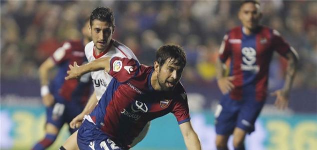 西甲:莫拉莱斯传射建功,莱万特2-1塞维利亚