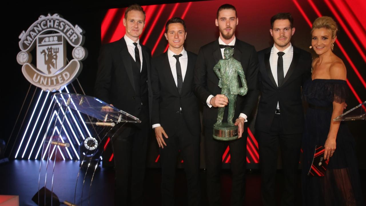 官方:德赫亚荣膺马特-巴斯比爵士年度最佳球员奖