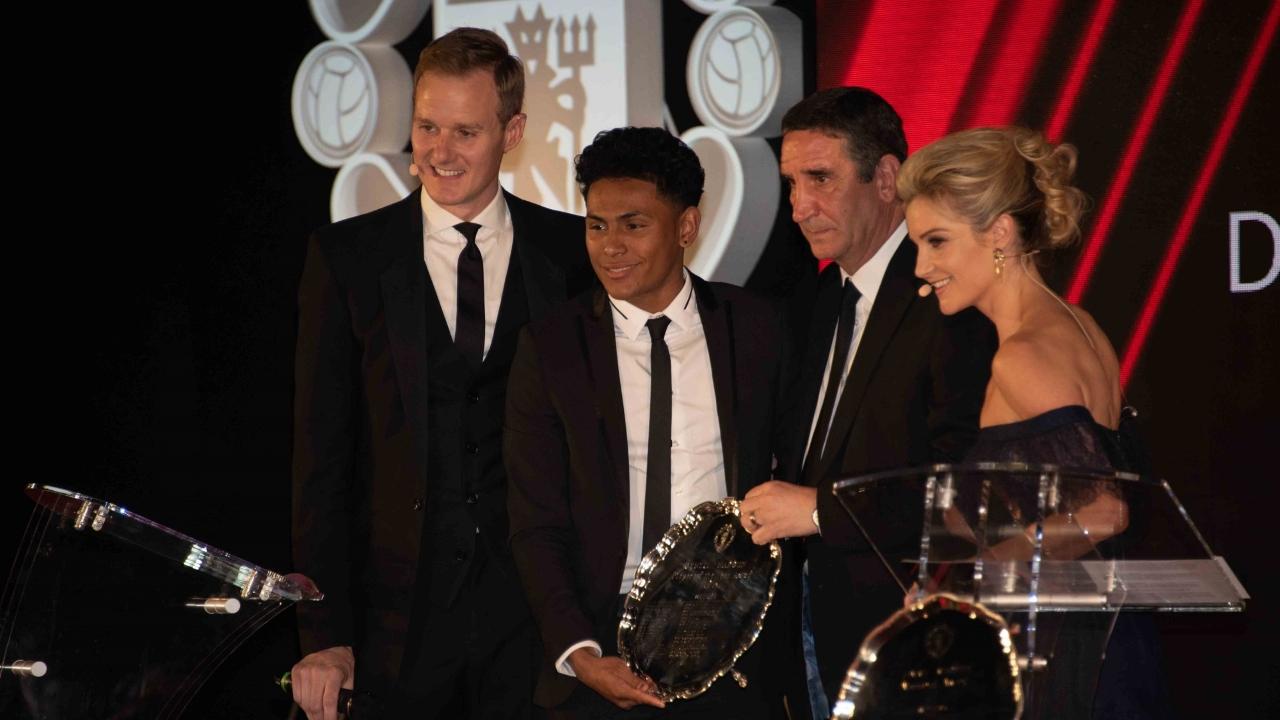 官方:米切尔和钟塔西分获预备队和青年队年度最佳球员奖