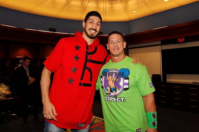 坎特:篮球之外最爱WWE,认真考虑加入WWE