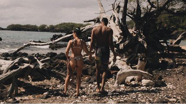 恩爱!唐斯晒与女友海边度假照