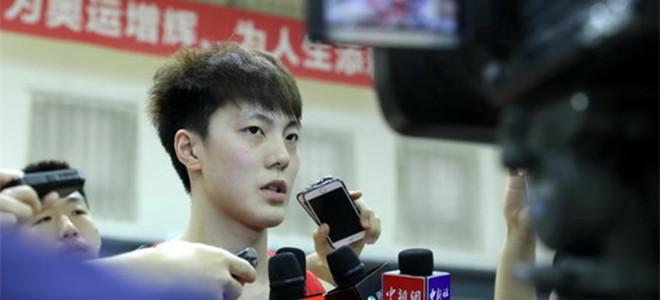 胡明轩:手伤还未完全恢复,杜指导让我不要着急