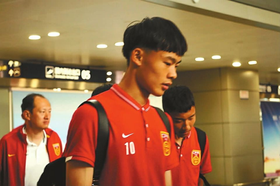 名记杨翼曝刘若钒被补招至国青队,将赴成都出战熊猫杯