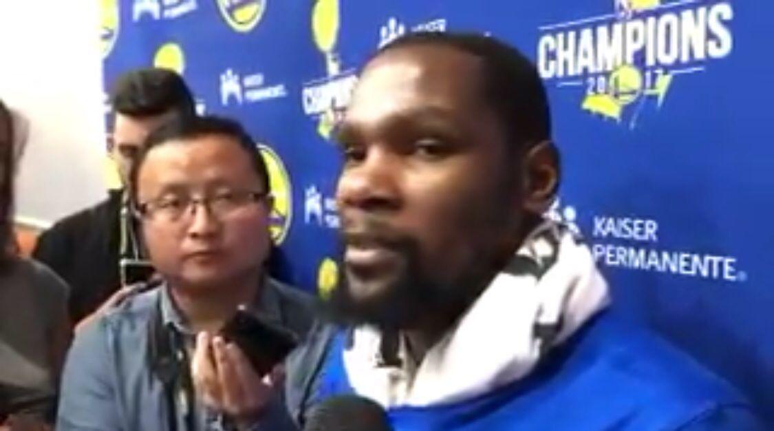 杜兰特:我对库里很有信心,我一点也不担心他的投篮
