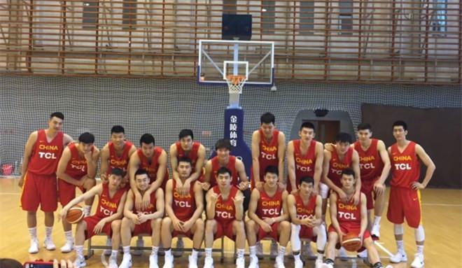 男篮红队拍摄媒体宣传照,王哲林晒全队合影