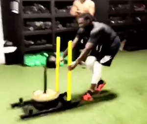 刻苦!克劳德发布自己进行体能训练的视频