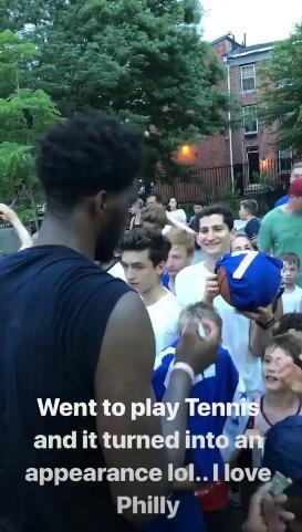 恩比德:去打网球结果变成见面会了,我爱费城