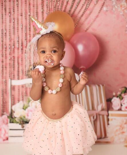 达雷尔-亚瑟晒图为女儿庆生:1岁生日快乐!