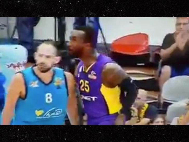 前NBA球员乔丹-汉密尔顿比赛期间朝对手头上吐口水