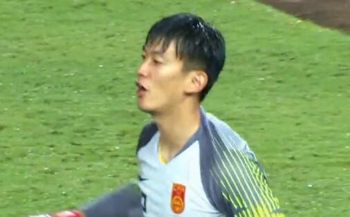 GIF:连着神扑!颜骏凌连续扑出泰国两次必进球