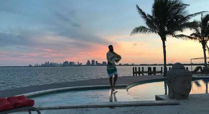 景色不错!约瑟夫晒出自己在迈阿密的度假照