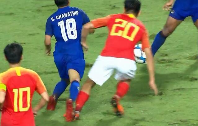 GIF:这是主场?泰国队又一次疑似点球被主裁无视