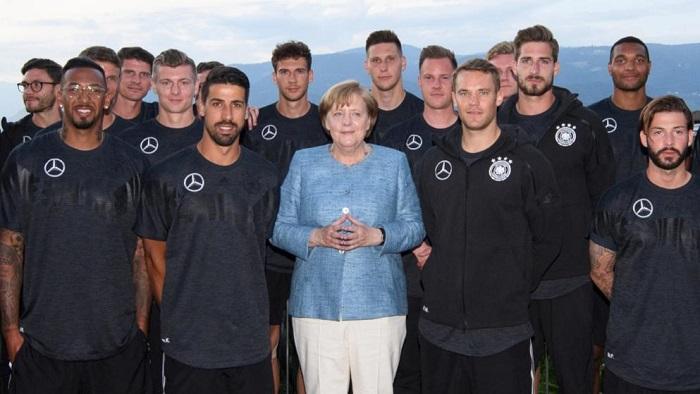 赛前动员!德国总理默克尔参观德国队训练营